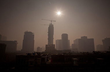 中国国家統計局が14日、2月の全国城鎮調査失業率と1~2月の工業生産を発表した。中国経済が一段と失速したと示された(Ed Jones/AFP/Getty Images)
