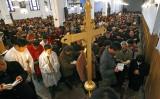 2007年4月、重慶にあるキリスト教会で、イースターの祈りをささげる信者たち(Getty Images)