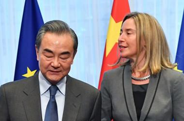 中国の王毅外相は18日、フェデリカ・モゲリーニEU外務・安全保障政策上級代表と会談した( EMMANUEL DUNAND/AFP/Getty Images)