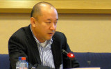 中国新疆ウイグル自治区のウルムチの病院で外科医だったアニワル・トフティ(Enver Tohti)氏。同氏は最近、新疆の「再教育キャンプ」の収容者が、臓器移植センターのある沿岸部の刑務所に移送されているとメディアの取材で述べた(Epoch Times)