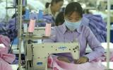 中国広東省深セン市にあるアパレル工場、参考写真(AFP/Getty Images)