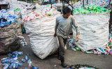 米中環境問題の専門家は、中国で廃棄物リサイクルの活動が浸透しない理由は、ごみ焼却発電施設の建設増加で出世を狙う地方政府幹部にあるとの見方を示した(Getty Images)
