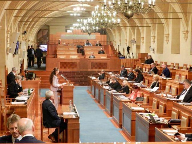 チェコ上院議会は、中国共産党政権による人権侵害を批判する法案を可決した(明慧ネット)