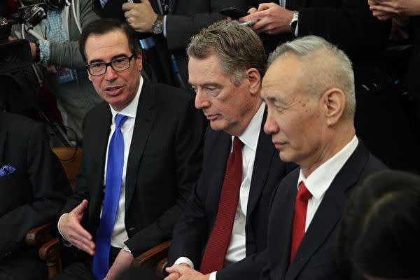 第9回米中閣僚級通商協議は4月3日、米ワシントンで開催される予定。写真は、ムニューシン米財務長官(左)、ライトハイザー米通商代表部(USTR)代表(中)、中国の劉鶴副首相(右)(Alex Wong/Getty Images)