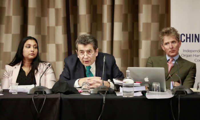 4月6日と7日、ロンドンで中国の臓器強制摘出問題を検証する模擬裁判・民衆法廷が開かれた。中央は議長役を務めるジェフリー・ニース卿 (Simon Gross)