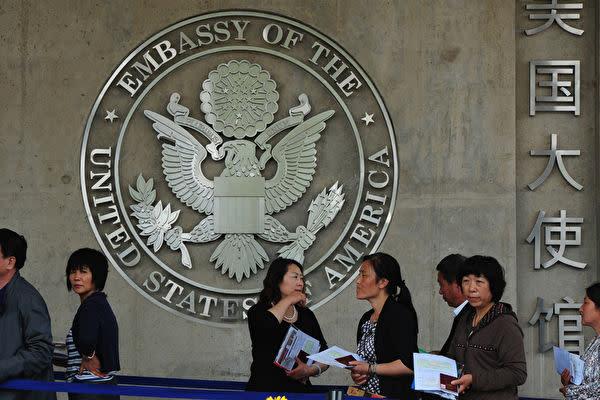 米紙ニューヨーク・タイムズによると、米政府は昨年、防諜対策の一環として、中国人学者約30人のビザを取り消した (MARK RALSTON/AFP/GettyImages)