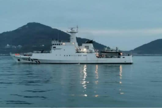台湾の海上警備艇は、領海侵犯した中国漁船に退去するよう警告した。中国漁船が投石したため、警備艇は閃光弾を発射した(馬祖海上警察)