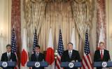 日米安全保障委員会(2プラス2)がワシントンで開かれた。共同記者会見を行う4閣僚(Mark Wilson/Getty Images)