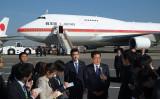 外務省は4月23日、2018年外交青書を発表した。中国のパワー拡大で国際秩序は不確実性を増したとした。写真は2016年、外遊前に記者会見する安倍首相(GettyImages)
