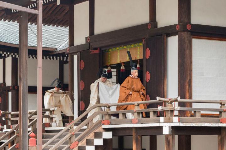30日午前、天皇陛下は皇居・宮中三殿で、退位礼当日賢所大の儀などの儀式に装束姿で臨まれた。(Handout/Imperial Household Agency of Japan via Getty Images)