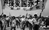 民主化を求める学生を声援する北京市の教師たち(Jian Liuさん提供)