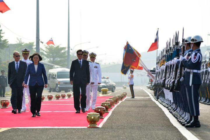 2018年8月、台湾海軍のセレモニーに臨む蔡英文総統(Getty Images)