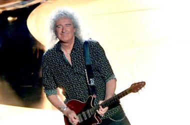 アカデミー賞で演奏を披露するQUEENのギタリスト、ブライアン・メイさん(Kevin Winter/Getty Images)