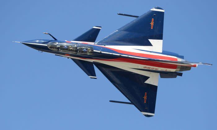 中国人民解放軍の最新戦闘機J-10 (Getty Images)