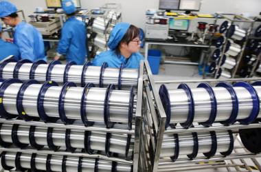 江蘇省にある光ファイバー製造工場(GettyImages)