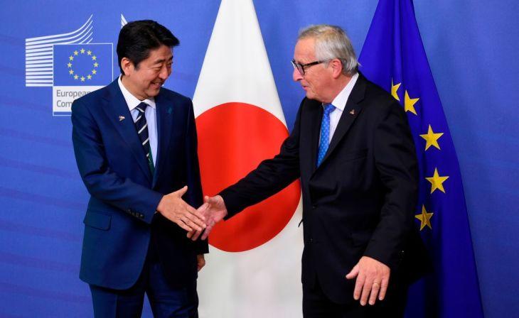 2018年10月、ベルギーを訪問した安倍首相はユンケル委員長と会談(GettyImages)