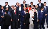 6月28日、G20大阪サミットで握手するトランプ米大統領と中国の習近平国家主席(BRENDAN SMIALOWSKI/AFP/Getty Images)