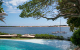 ケニアのラム島は歴史的建造物が多く保存され、観光地として知られる。環境審判所はこのたび、中国支援の石炭火力発電所の建設計画を却下した(rguha)