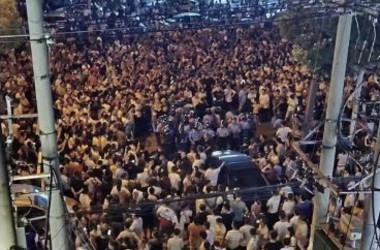 中国武漢市新洲区では2日と3日夜、ごみ焼却場建設に反対する市民らが大規模な抗議デモを行った(地元住民より)