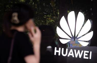 英メディアによると、英政府は2023年までに、ファーウェイの国内5G網への関与をゼロにする計画を立てている(陳柏州/大紀元)