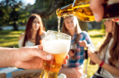 Cheers to easy-drinking summer beers. (Shutterstock)