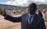 ジンバブエ地方議員ムリスワ氏は、中国企業による地元指導者への虐待事件を追及(Epoch Times)
