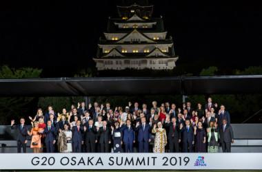 大阪G20に参加する首脳たちに対して、宗教的観点から社会問題を議論し提言する「G20諸宗教フォーラム」が6月11日と12日に開かれた。写真は6月28日、G20大阪サミットにおける各国首脳の集合写真(Kim Kyung-Hoon - Pool/Getty Images)
