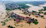 中国南部では大雨が続き、洪水などで400万人が被災した。7月9日、河川の氾濫で浸水した湖南省衡陽市の街の様子(GettyImages)