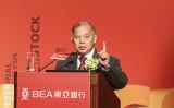 2016年、東亜銀行が主催した経済フォーラムで講演を行った香港経済日報の石鏡泉氏(余剛/大紀元)