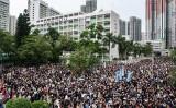 8月4日、香港市民約15万人が新界の西貢区将軍澳で行われた大規模な抗議デモに参加した(Getty Images)