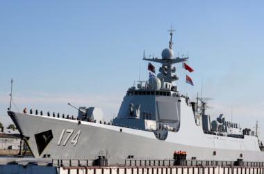 中国の052D型ミサイル駆逐艦「合肥」は、2017年7月27日にサンクトペテルブルクに到着し、ロシアの海軍軍事パレードに参加した(Olga Maltseva / AFP / Getty Images)
