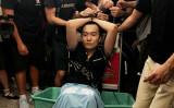 中国当局はこのほど、香港国際空港で抗議者らに襲われた「環球時報」の付国豪記者に関する報道を沈静化し始めた(Anthony Kwan/Getty Images)
