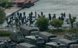 8月16日、中国武装警察が香港の隣りに位置する深センのスポーツスタジアムに集結し、対暴動鎮圧訓練を行っている(GettyImages)