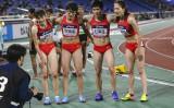 7月11日、中国の全国陸上競技選手権大会で優勝した湖南女子チーム。「男女混合リレー?」と2選手の性別に首をかしげる人が多いようだ(スクリーンショット)