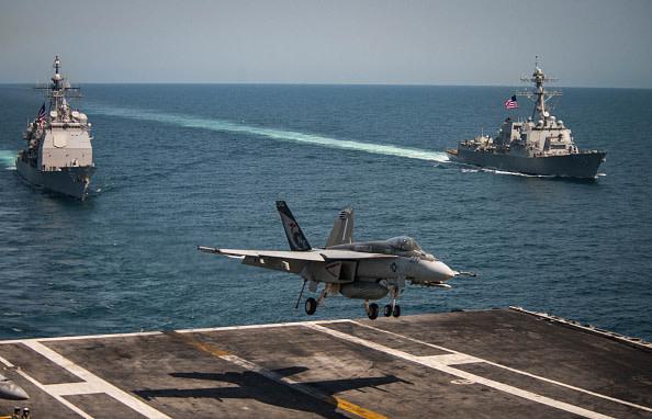 アメリカ海軍は、中国の弱点を利用して打撃を与えている。これはボクシングで言えばボディブローの連続。直ぐには倒せなくても相手の体力を消耗させる作戦。つまりアメリカ海軍は、既に中国を追い詰めている(Sean M. Castellano/U.S. Navy via Getty Images)