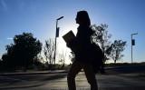 米国カリフォルニアの大学キャンパス内を歩く中国人留学生。参考写真(GettyImages)