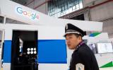 上海で2018年11月、中国国際AI展示会が開かれた。出展したグーグルのブース(GettyImages)