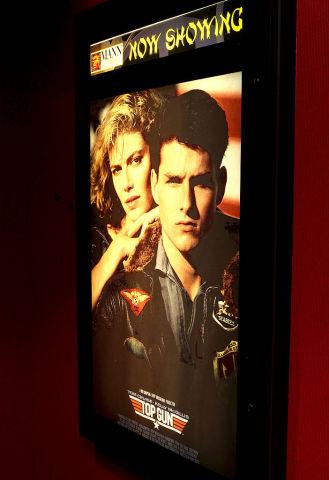 映画『トップガン』の上映告知。2002年ロサンゼルスで撮影。2019年(GettyImages)