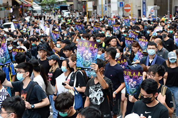 香港デモ隊の中で、習近平氏と中国共産党が直面する危機を厳密で正確に表現しているスローガンを見かけた。「私たちが燃えるなら、あなたも一緒に燃えるだろう」(宋碧龍/大紀元)