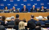 グテーレス国連事務総長(左から2番目)、米国のトランプ大統領(中)、ペンス副大統領(右から2番目)とポンペオ国務長官(右から1番目)は23日午前、国連本部で開催された信教の自由に関する国際会議に出席した(SAUL LOEB/AFP/Getty Images)