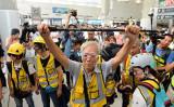 9月7日の抗議活動で、治安部隊に対して若者を傷つけないようにと呼び掛ける85歳の香港市民の黄おじいさん(宋碧龍/大紀元)