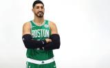 トルコ出身NBA選手エネス・カンター氏は9月30日、マサチューセッツ州で開かれるイベント参加のために写真撮影している(GettyImages)