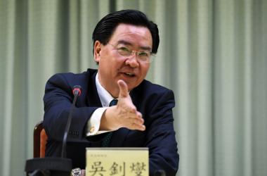 台湾の吳釗燮外交部長(外相)。写真は2018年に撮影されたもの(SAM YEH/AFP/Getty Images)