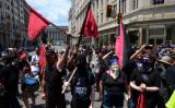 米ワシントンでデモ行進を行うアンティファ(Getty Images)
