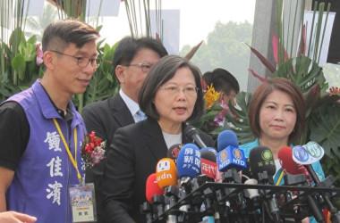 11月5日、台湾の蔡英文総統が記者団に対して、中国の対台湾優遇措置について批判を行った(簡恵敏/大紀元)