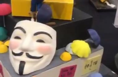 英国で開かれたケーキの国際大会で、香港の民主化をテーマにした作品が取り下げられた(スクリーンショット)