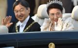 11月10日、祝賀御列の儀が行われた。笑顔で祝福を受けられる両陛下(GettyImages)