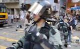 香港警察、民主派の青年を2M以内の近距離で銃撃(丘品新聞スクリーンショット)