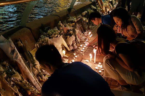 11月8日、香港では警察当局の強制排除で死亡した香港科技大学2年生の周梓楽さんを悼むイベントが行われた(駱亜/大紀元)