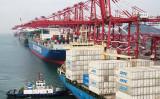 中国官製メディアの環球時報はこのほどツイッターに、米中の第1段階の貿易合意について「米側の追加関税引き下げが前提条件だ」と投稿した。写真は今年5月、中国山東省青島港の様子(Getty Images)